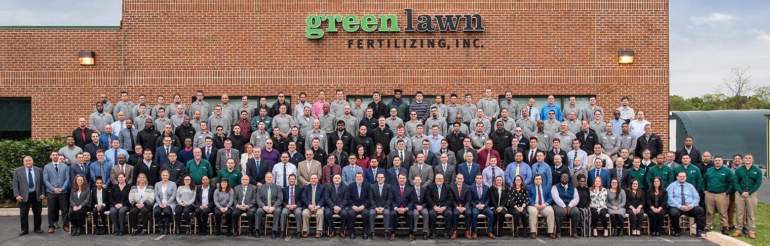 Green Lawn Fertilizing Team